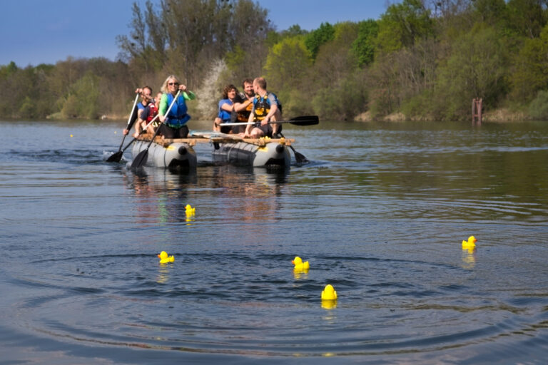 Erlebnispädagogik Floßbau Katamaran-Tour